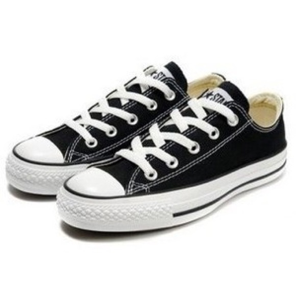 black converse low tops